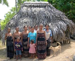 Kaum perempuan di depan tegida, Pedèro, Mesara