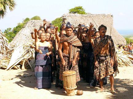 Upacara keselamatan oleh penduduk dari desa Pedèro, Mesara