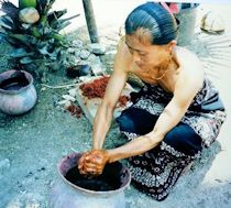 Celup mengkudu (warna merah)